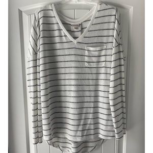 Great and white long sleeved sweater -L